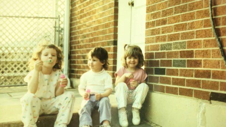 パジャマを着た子供たち